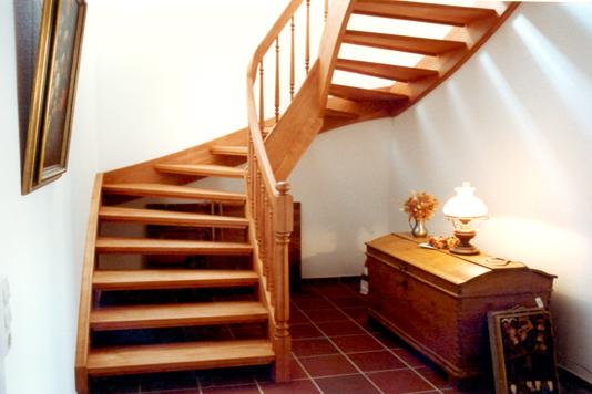 halbgewendelt dekor treppe home design ideen. Black Bedroom Furniture Sets. Home Design Ideas